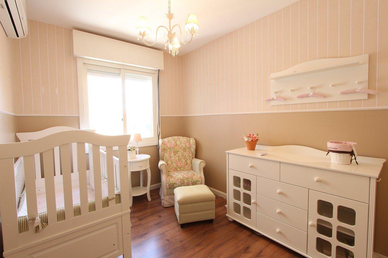mobilier dans la chambre du bambin